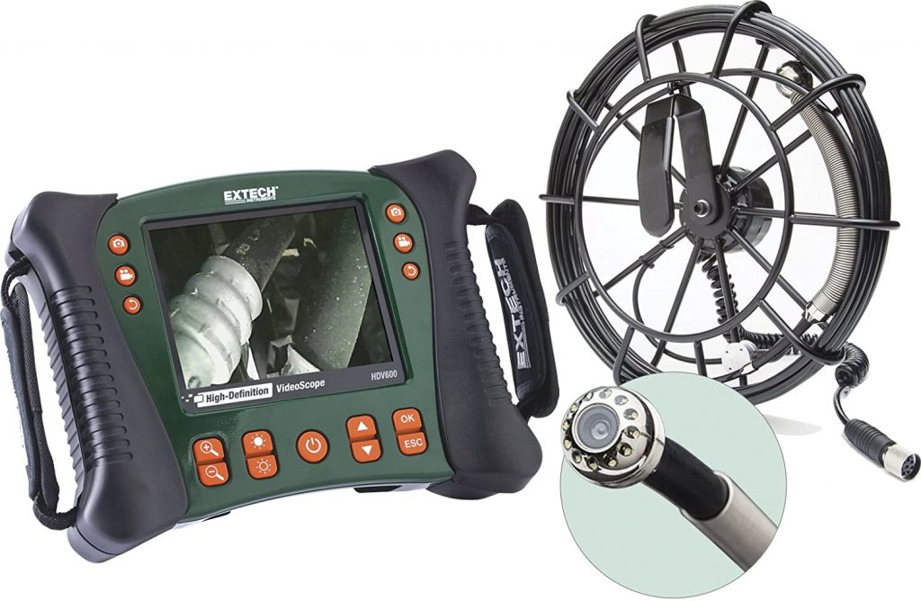 Máy nội soi công nghiệp rõ nét là dụng cụ có thể điều khiển từ xa để kiểm tra các nơi hạn hẹp, chật chội,.... thông qua các hình ảnh, video truyền đến cho chúng ta. Màn hình được thiết kế dễ cho người sử dụng, ta có thể sử dụng bằng tay nào cũng được thuận tiện. Mang lại sự linh hoạt tối đa cho bạn Giới thiệu sơ lược về thiết bị nội soi công nghiệp rõ nét Extech dòng HDV620 nâng cấp từ HDV600: ⌈Màn hình máy nội soi⌉: Được tích hợp màn hình LCD TFT 5.7''inch với độ phân giải 640x480pixel ⌈Năng lượng⌉: Bộ phận pin Li - Polymer có thể sạc lại với 3.7V, và khả năng sử dụng để kiểm tra lên đến 4 giờ hoạt động hoặc có thể cao hơn nếu không sử dụng quá nhiều các chức năng khác ⌈Ánh sáng⌉: Có 4 bóng đèn LED được cài đặt trên đầu dò camera, có thể chống nước và có thể điều chỉnh ánh sáng sao cho thích hợp để nội soi mà hình ảnh hay video không bị quá chói ⌈Lưu trữ⌉: Trước khi vận hành thiết bị, ta có thể gắn thẻ nhớ vào máy và sử dụng. Dung lượng thẻ nhớ lớn nhỏ tùy thuộc vào ta mua sử dụng. Thẻ nhớ SD có tác dụng lưu trữ các hình ảnh, video trong quá trình nội soi các vật dụng ⌈Đầu dò camera⌉: Với đường kính kiểm tra 5.8mm - hỗ trợ nội soi mọi ngóc ngách bên trong, các nơi ngoằn ngoèo, tận sâu bên trong,... với sự chiếu sáng từ đèn LED ta có thể dễ dàng nhìn ra các lỗi để khắc phục nhanh chóng ⌈Dây cáp⌉: Được thiết kế bán cứng, độ đàn hồi vừa phải. Cho ta có thể kiểm tra được trên cao mà dây không bị quá yếu để sử dụng